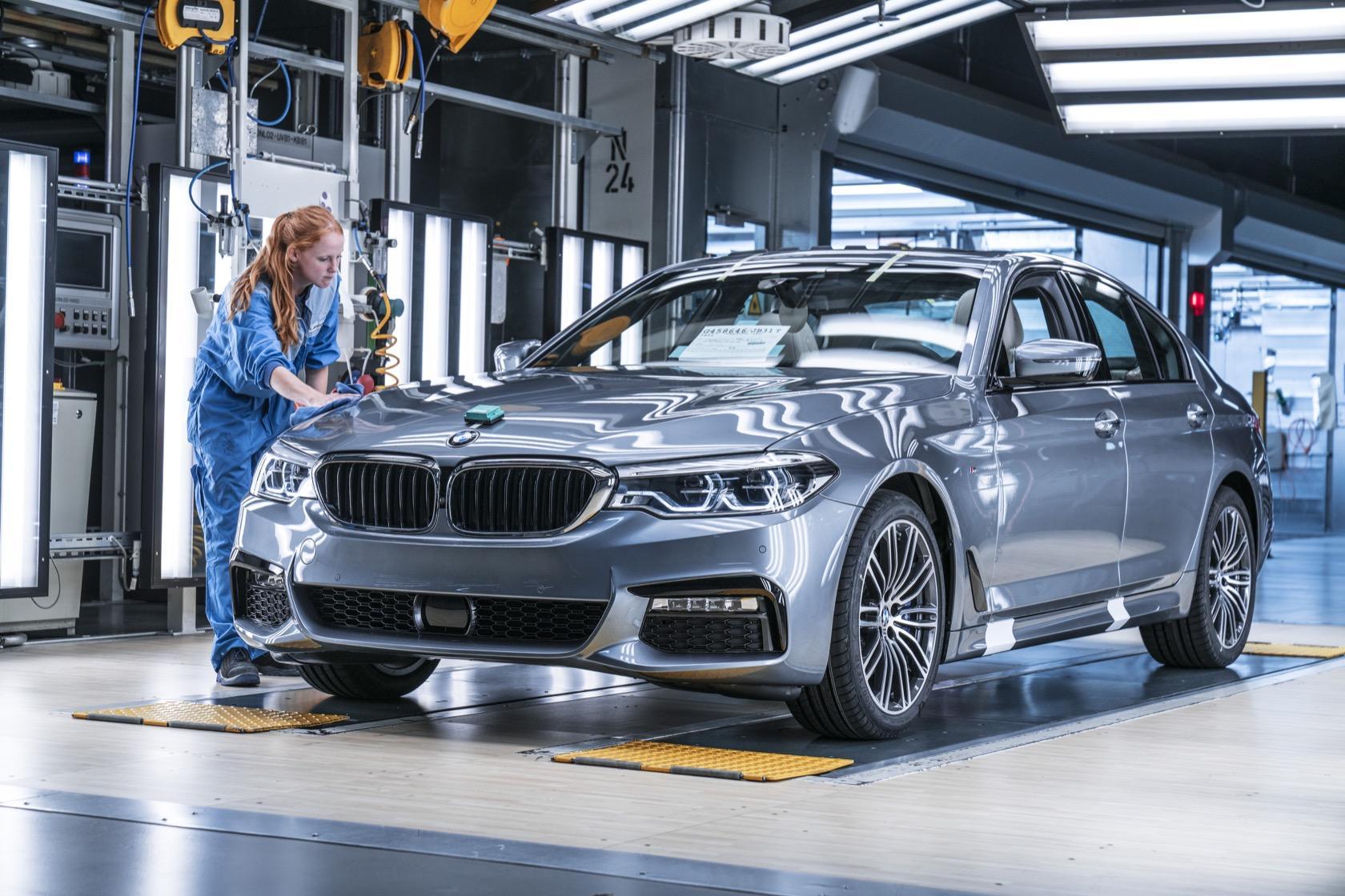 Co robi sztuczna inteligencja w fabryce BMW? Szuka oszczędności 7