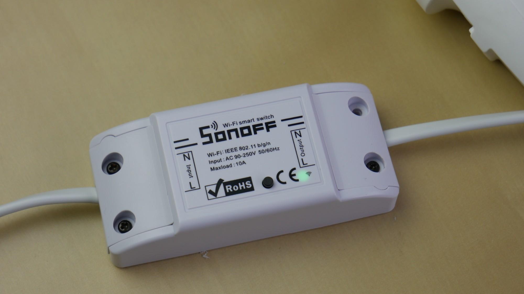 Sonoff Basic WiFi / fot. Kacper Żarski