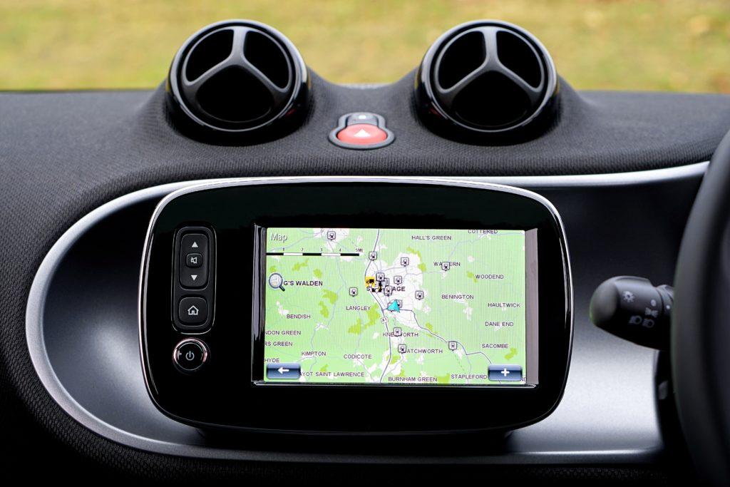 Skomunikowane samochody a kwestie bezpieczeństwa