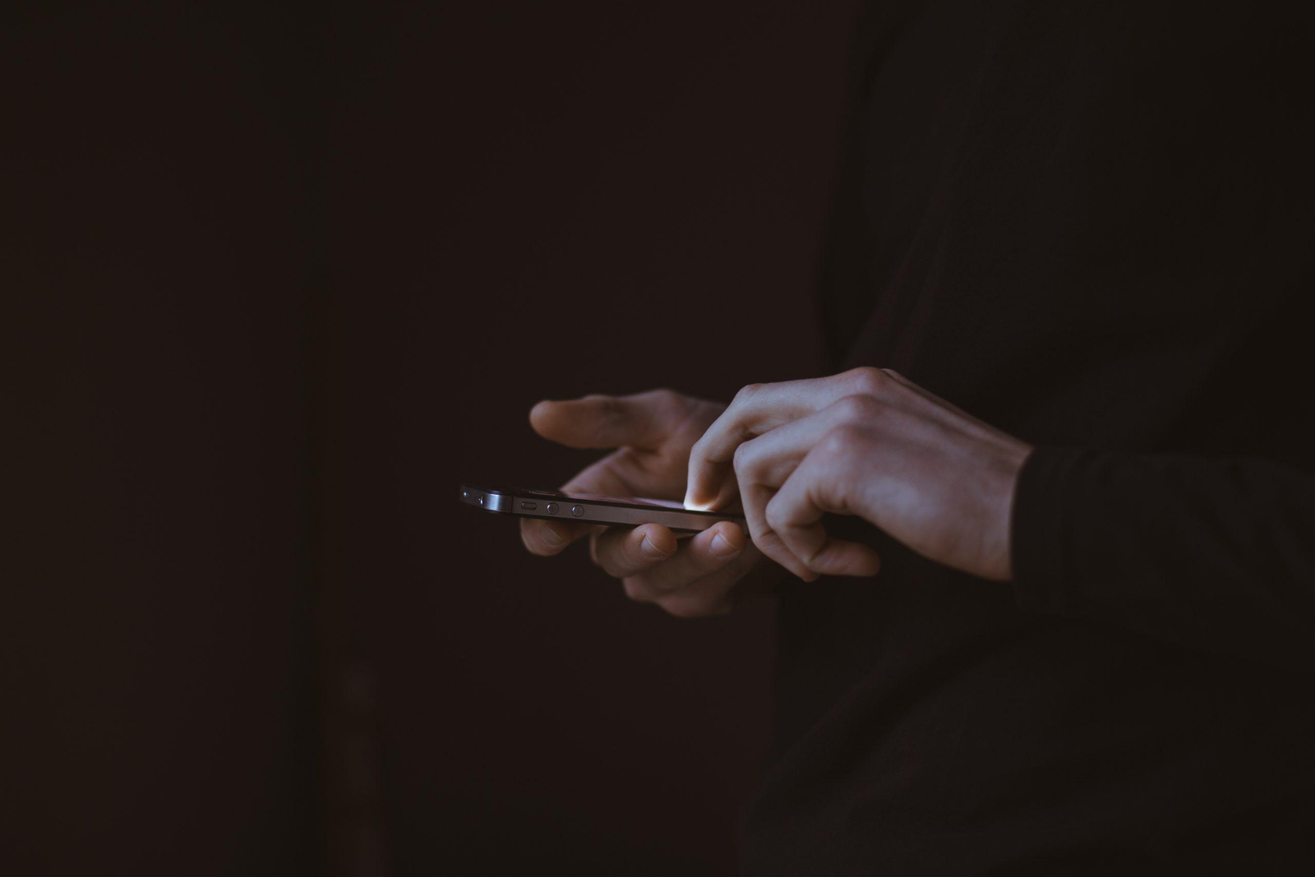 Biometria głosowa a telefoniczni oszuści