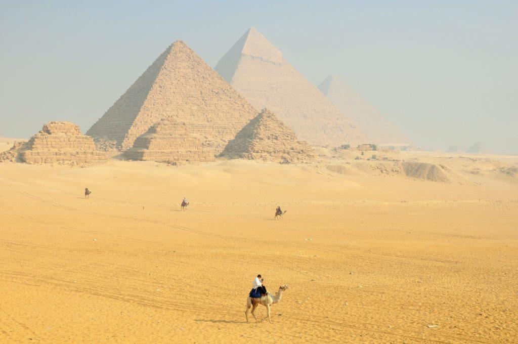 Piramidy, niewyobrażalne budowle świata