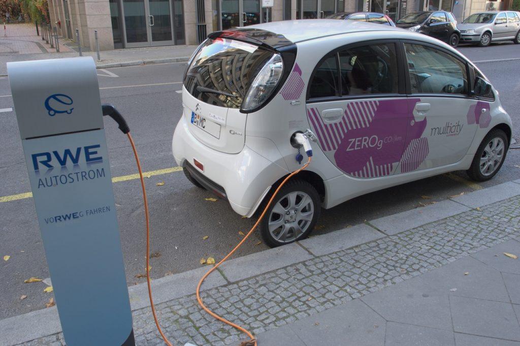 Auta elektryczne w Smart City mają przywileje