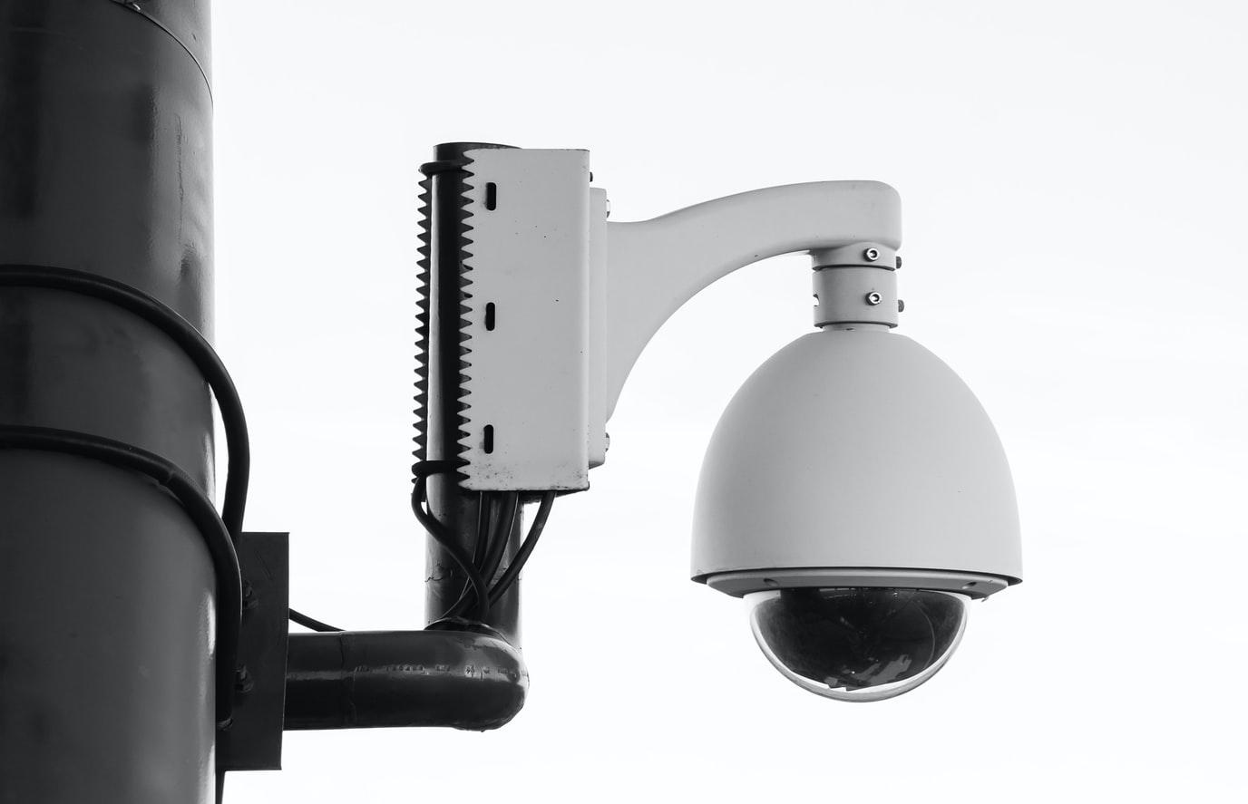 Amazon zabrania amerykańskiej policji użytkowania systemu rozpoznawania twarzy