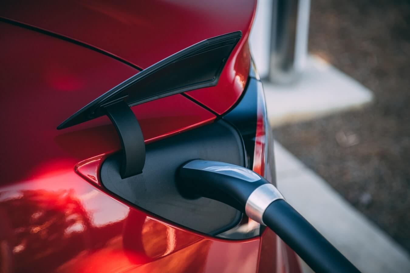 Wzrasta liczba publicznych ładowarek do samochodów elektrycznych