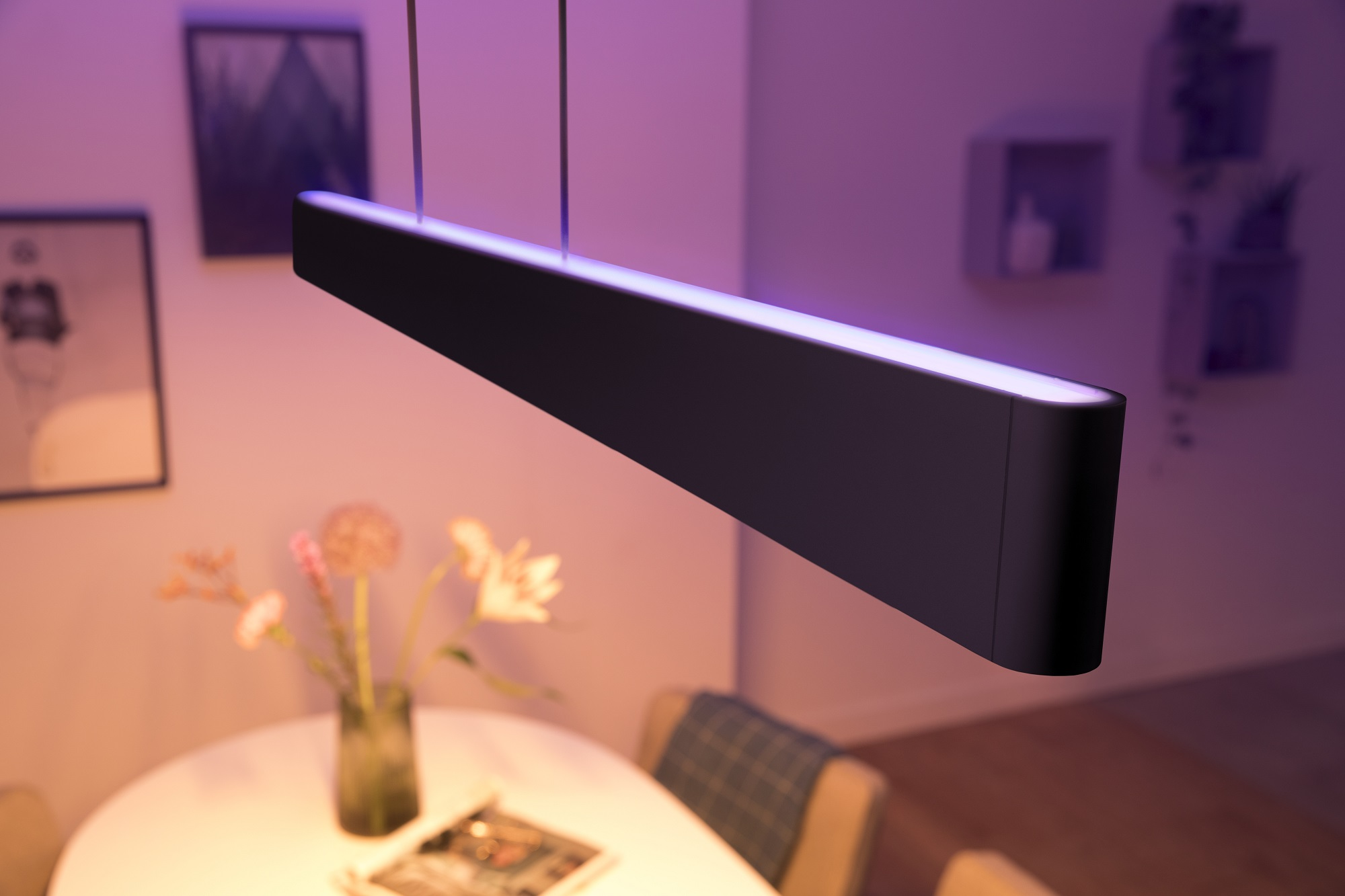 Philips Hue - czarna lampa Ensis