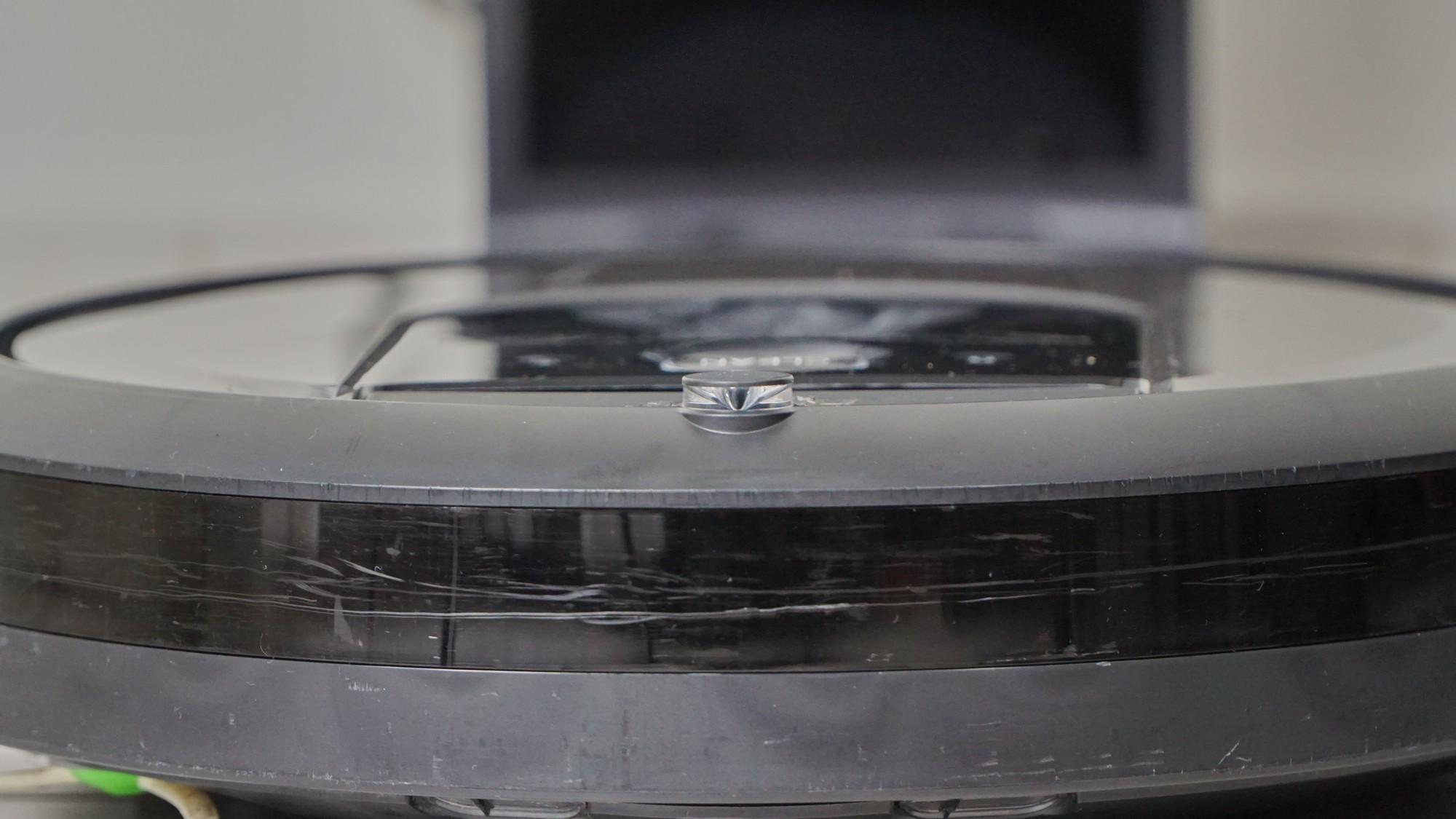 iRobot Roomba i7+ - zderzak