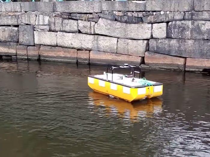 Rejs autonomiczną łodzią po kanałach Amsterdamu? Roboat zaprasza na pokład!