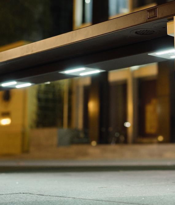Ławka Steora Classic w nocy rozbłyśnie ambientowym oświetleniem