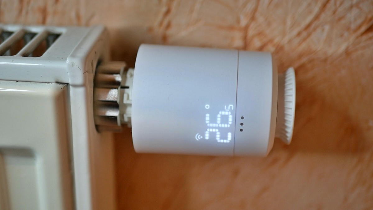 Głowica termostatyczna Tuya GTZ03 / fot. Kacper Żarski