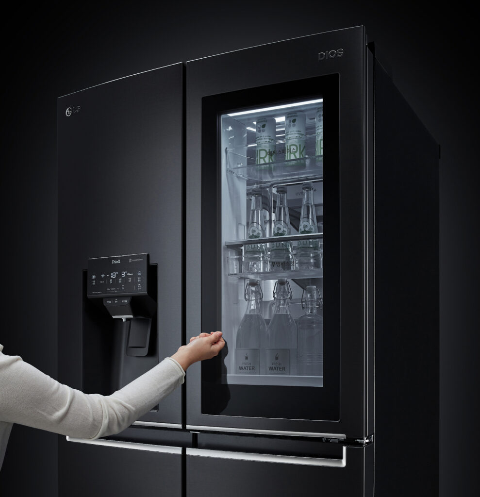 Asystent głosowy otworzy drzwi lodówek LG InstaView