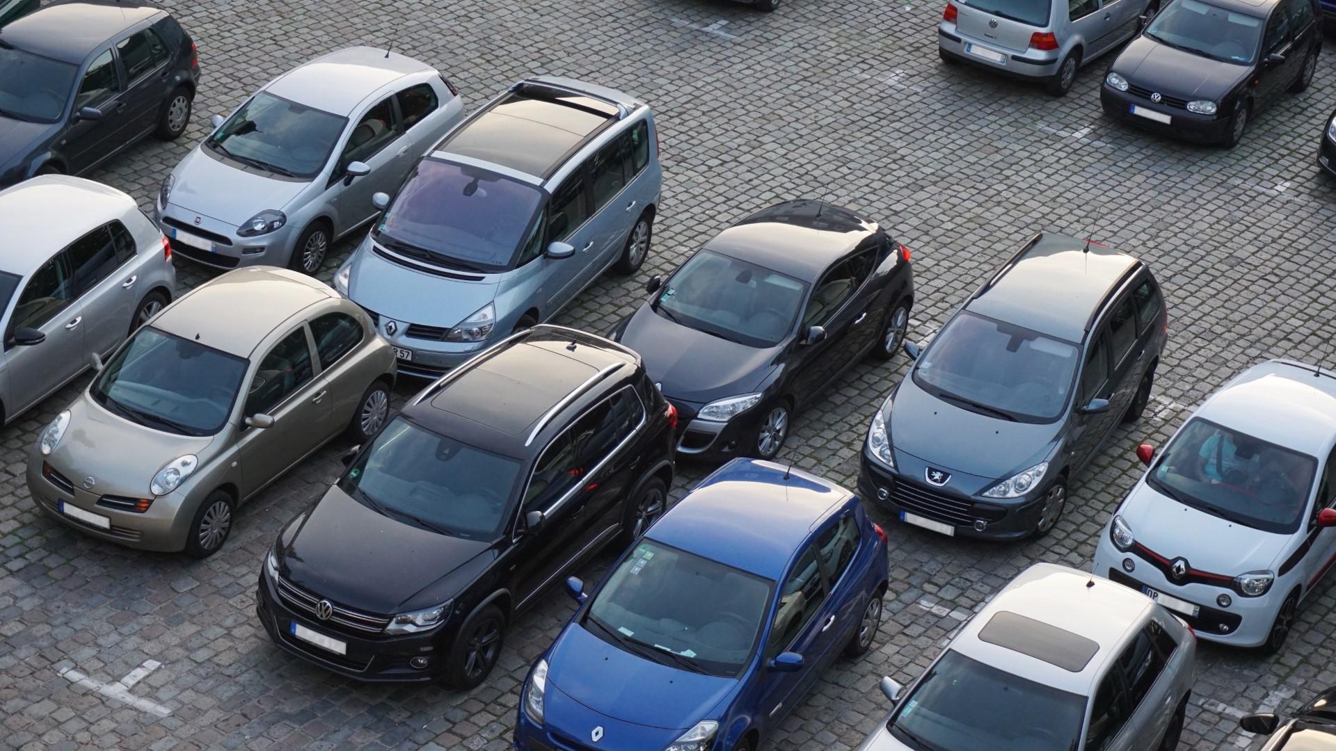 Parkingi w Dubaju będą monitorowane przez Sztuczną Inteligencję (AI)