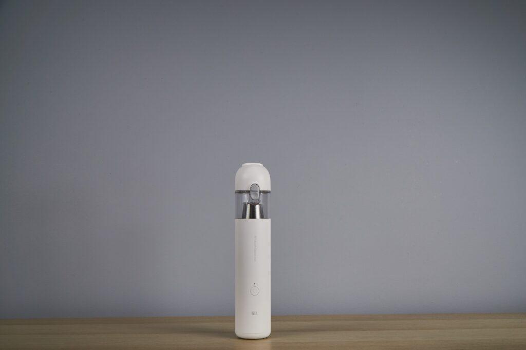 Recenzja Mi Vacuum Cleaner Mini - niby absurdalny, a jednak niezbędny
