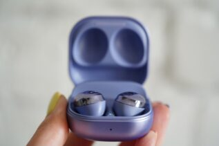 Czy słuchawki Galaxy Buds Pro mogą zastąpić aparat słuchowy? Samsung postanowił to sprawdzić