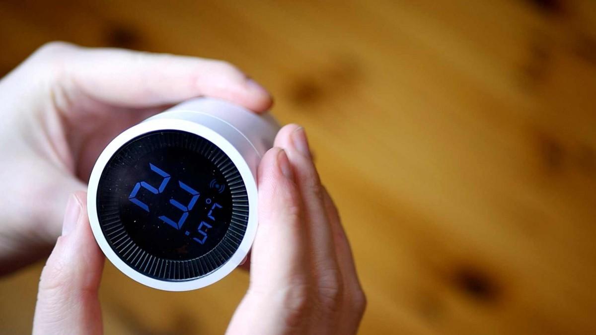Głowica termostatyczna Tuya GTZ02 / fot. Kacper Żarski