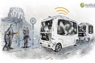 Obrazek przedstawia grafikę koncepcyjną projektu KelRide. Na przystanku są ludzie, którzy zamawiają autonomiczny autobus a on właśnie podjeżdża.