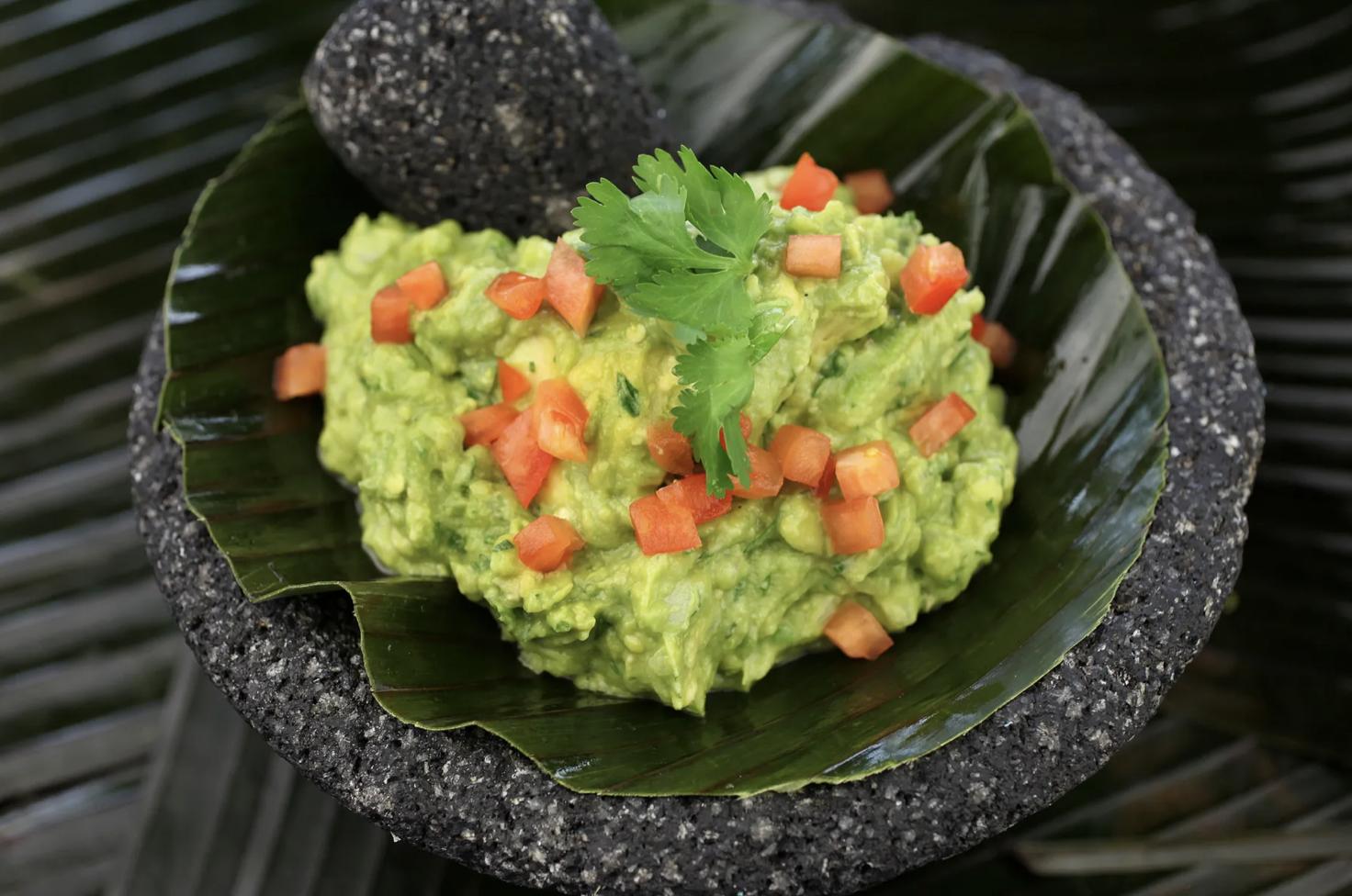 Obrazek pokazuje guacamole - sos meksykański, do którego nawiązuje Google nazwą nowej funkcji Asystenta Google.