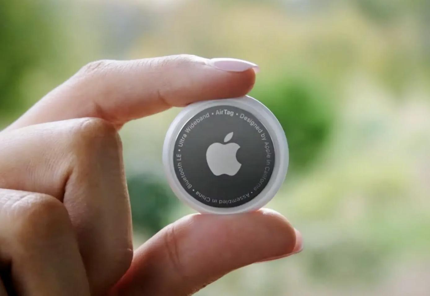 Obrazek przedstawia wygląd Apple AirTag.