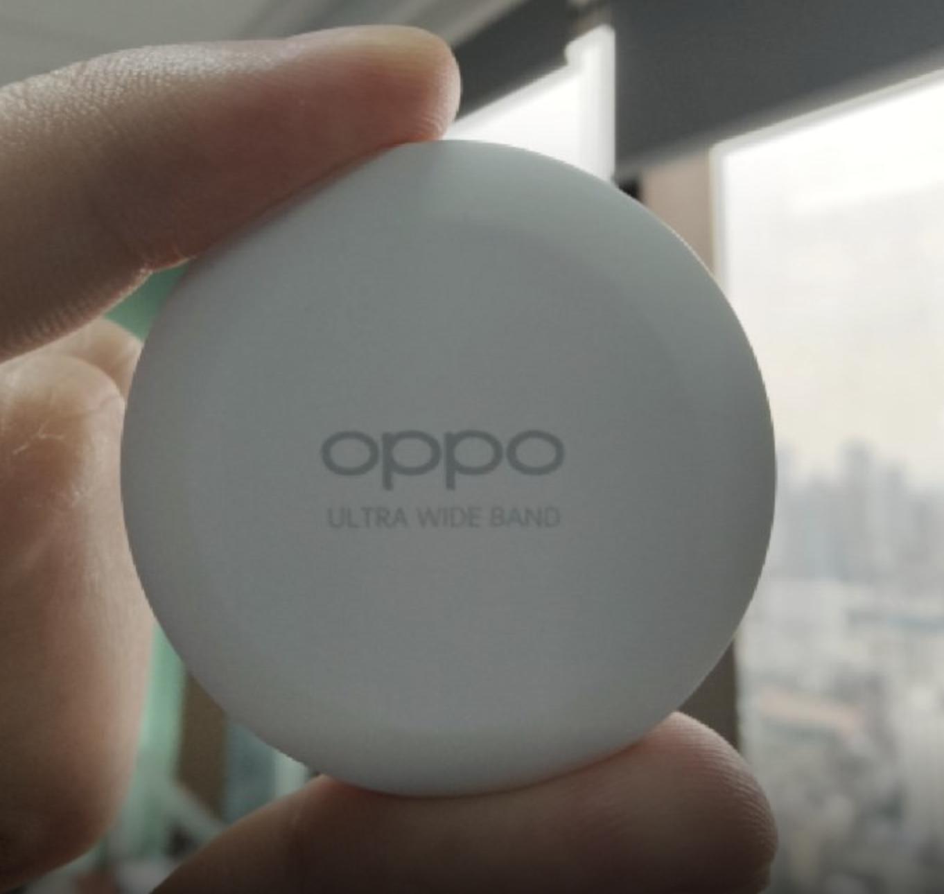 Obrazek przedstawia zdjęcie potencjalnego lokalizatora OPPO Smart Tag z przodu.