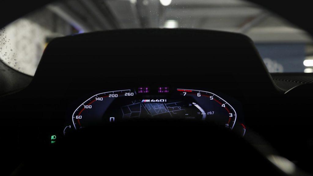 Tesla wykorzysta kamerę, aby wiedzieć w jakim kierunku patrzy kierowca