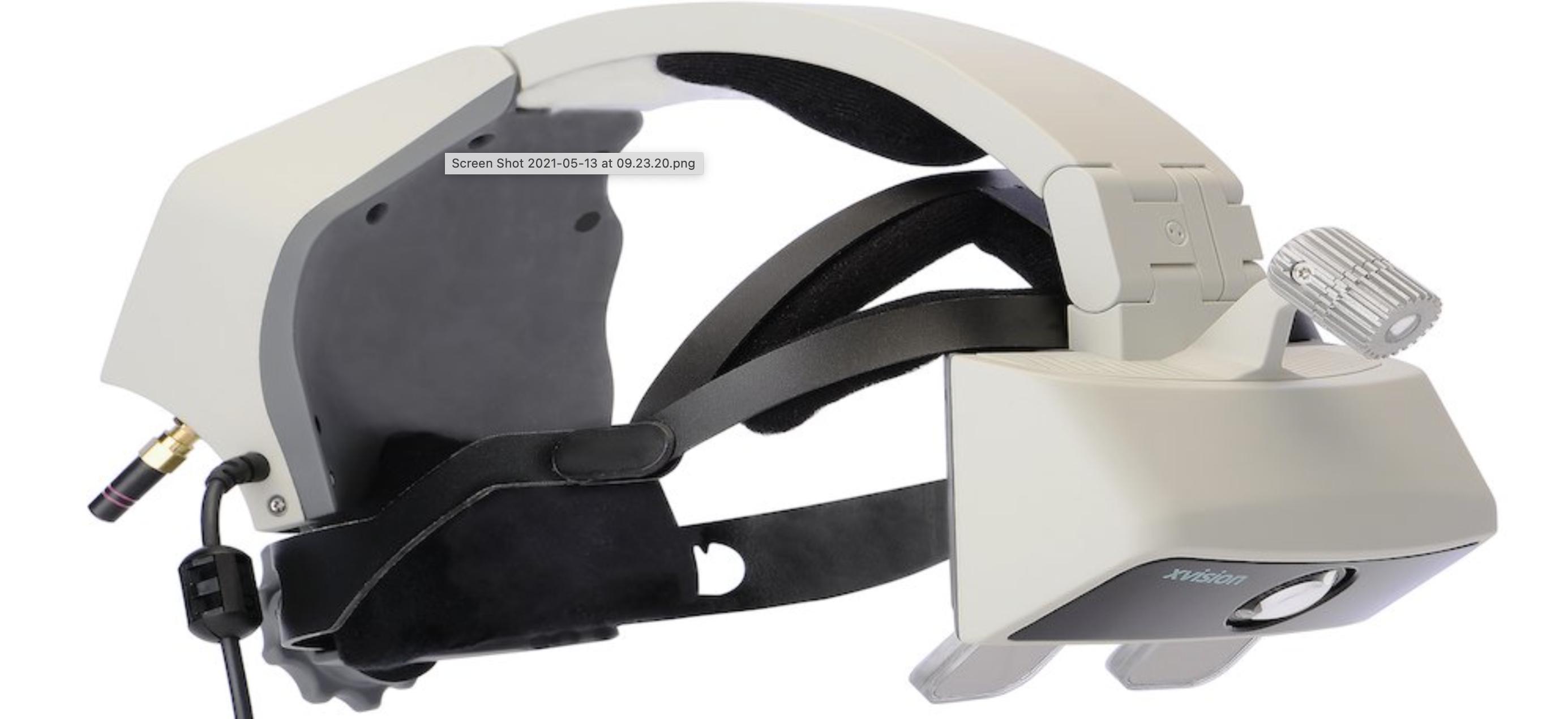 Obrazek przedstawia headset AR, który został wykorzystany do przeprowadzenia opisywanej w tekście operacji.