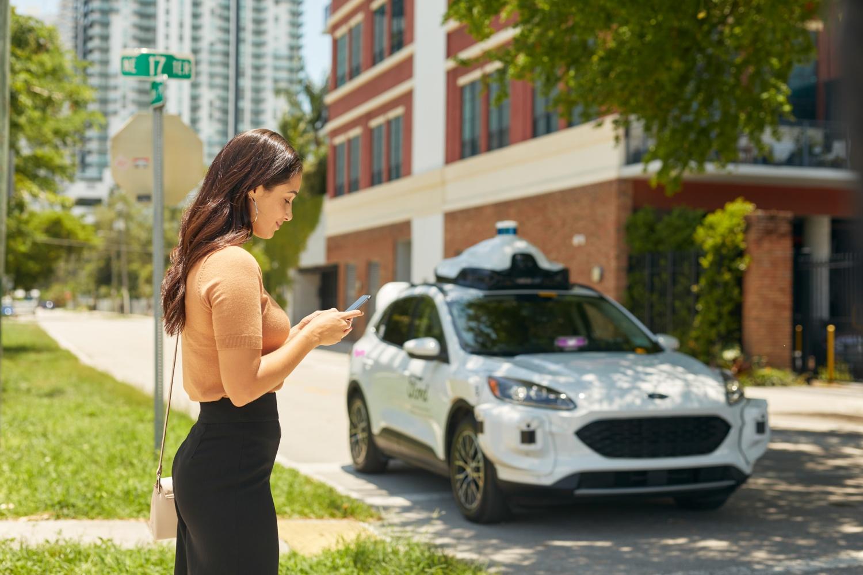 Autonomiczne samochody Forda wyjadą na publiczne drogi już w tym roku