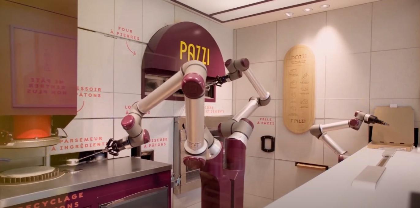 Robot w pizzerii fot. Pazzi Pizza
