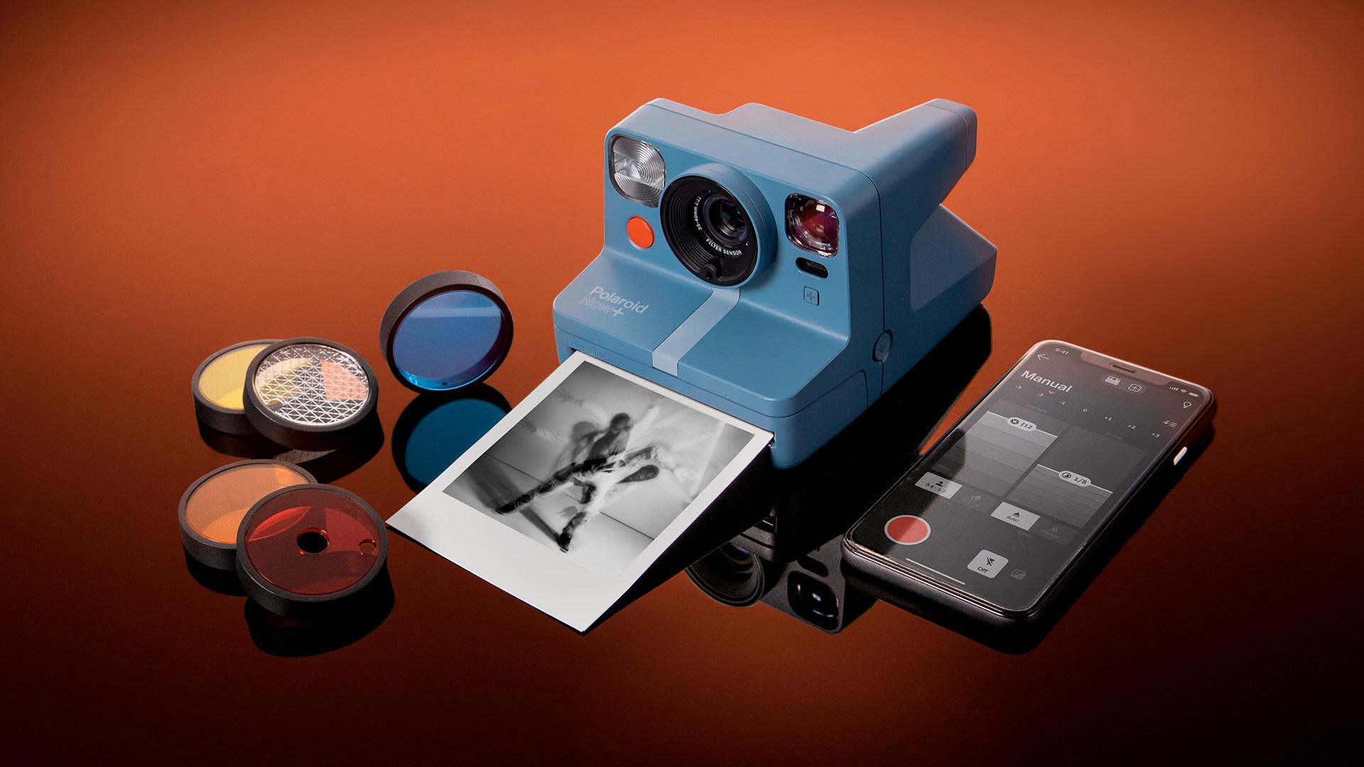 Nawet w pełni analogowy aparat może połączyć się ze światem! To Polaroid Now+