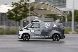 Legendarny mikrobus Volkswagena wróci na drogi w zupełnie nowej odsłonie. ID Buzz będzie robotaksówką