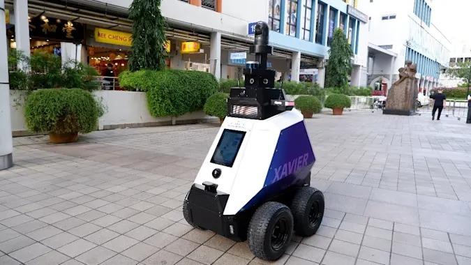 W Singapurze to roboty pilnują bezpieczeństwa. Żadne, nawet najdrobniejsze wykroczenie, nie ujdzie nikomu płazem